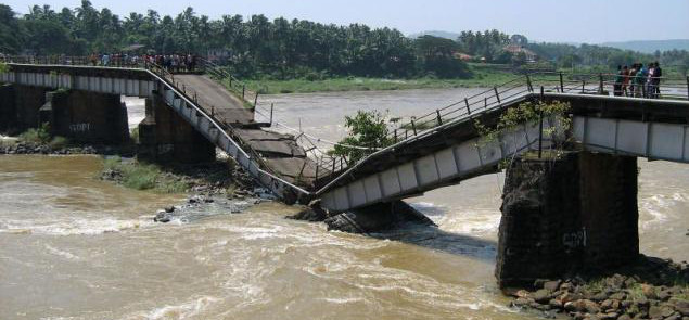 Collapsed_Bridge_Narrower